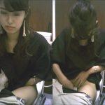 女子トイレ盗撮(297)桐谷☆玲似美女の鼻ほじ&放尿を後ろから前からかぶりつきで便器内2名も全10名
