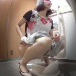 未流出和式トイレ1ひらひらかわいいお姉さん